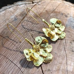 🆕🍃Zara Leaf Drop Earrings!🌸